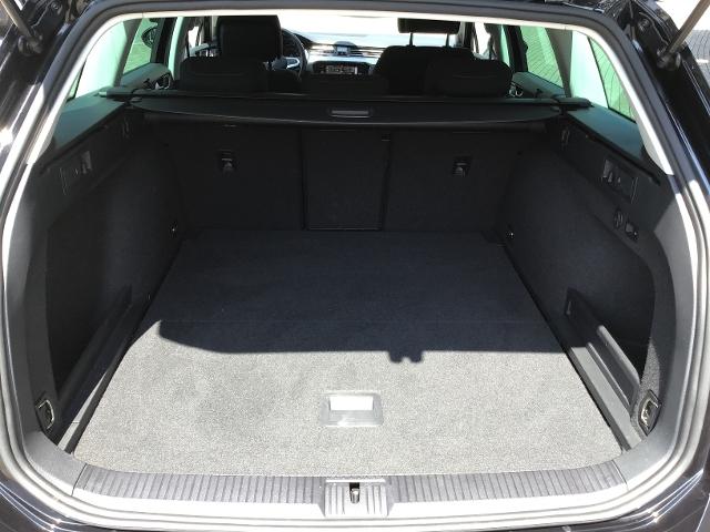 VW  Passat Variant BUSINESS 2.0TDI DSG,ACC,NAVI,AHK,,